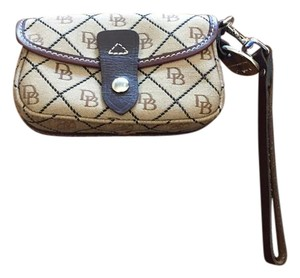 Dooney & Bourke Wristlet in Brown & tan