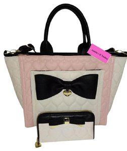Betsey Johnson Cross Body Wallet Tote in blush/bone