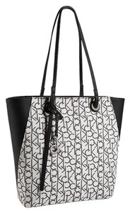 Calvin Klein Tote in LIGHT PUTTY
