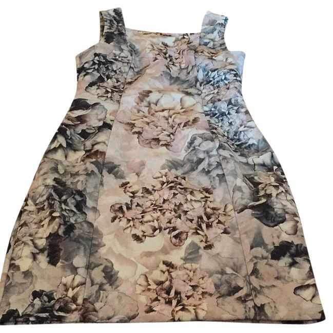 Preload https://img-static.tradesy.com/item/19835410/h-and-m-floral-na-short-workoffice-dress-size-6-s-0-1-650-650.jpg