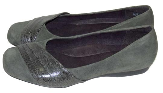 Preload https://item1.tradesy.com/images/clarks-gray-bendables-11w-flats-size-us-11-198370-0-0.jpg?width=440&height=440