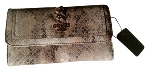 Guess NWT - Guess brand wallet in natural earth tones
