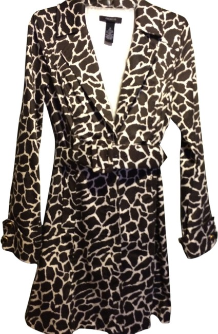 Preload https://item1.tradesy.com/images/arden-b-brown-and-white-giraffe-print-trench-coat-size-2-xs-1983925-0-0.jpg?width=400&height=650