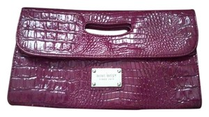 Express Alligator Print / fushia Clutch