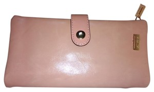 LADY BE!BE! LADY BE! BE! Women's Pale Piink Snap Strap Bi-fold wallet.