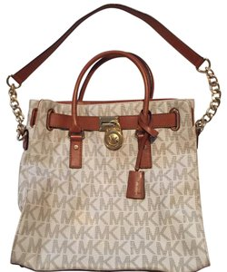 MICHAEL Michael Kors Tote in White And Brown