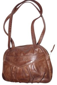 Handmade by Pat Halpen Timeless Style Lots Of Pockets/Room Mint Condition Roomy Style Fine Satchel in brown leather
