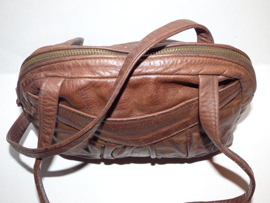 Handmade by Pat Halpen Timeless Style Lots Of Pockets/Room Mint Condition Roomy Style Fine Satchel in brown leather Image 10