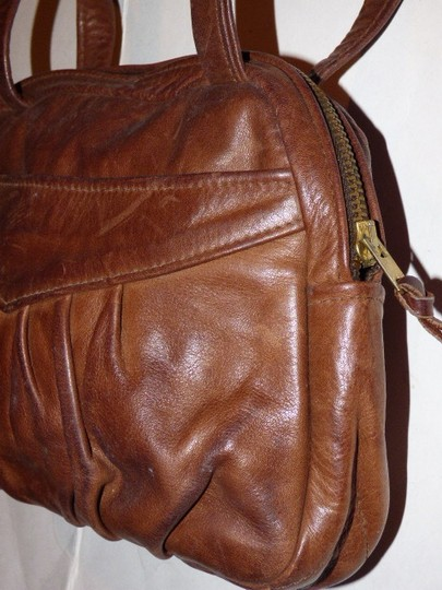 Handmade by Pat Halpen Timeless Style Lots Of Pockets/Room Mint Condition Roomy Style Fine Satchel in brown leather Image 3