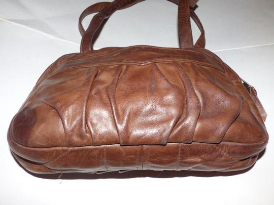 Handmade by Pat Halpen Timeless Style Lots Of Pockets/Room Mint Condition Roomy Style Fine Satchel in brown leather Image 4