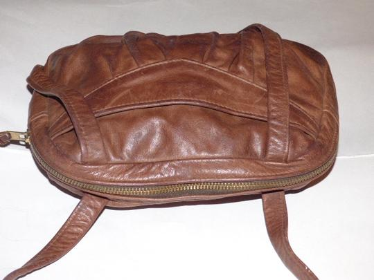 Handmade by Pat Halpen Timeless Style Lots Of Pockets/Room Mint Condition Roomy Style Fine Satchel in brown leather Image 5