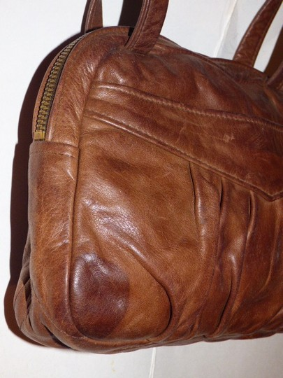 Handmade by Pat Halpen Timeless Style Lots Of Pockets/Room Mint Condition Roomy Style Fine Satchel in brown leather Image 6