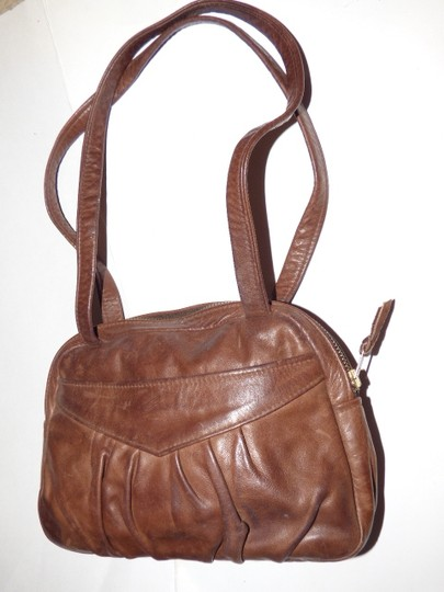 Handmade by Pat Halpen Timeless Style Lots Of Pockets/Room Mint Condition Roomy Style Fine Satchel in brown leather Image 7