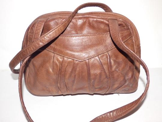 Handmade by Pat Halpen Timeless Style Lots Of Pockets/Room Mint Condition Roomy Style Fine Satchel in brown leather Image 8