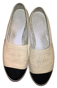 Chanel Black and beige Flats