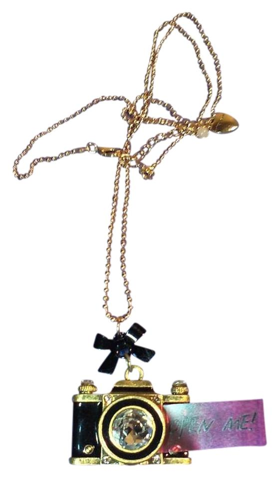 9b9ec09635dc4 Betsey Johnson Black and Gold Old Fashioned Camera Pendant Necklace