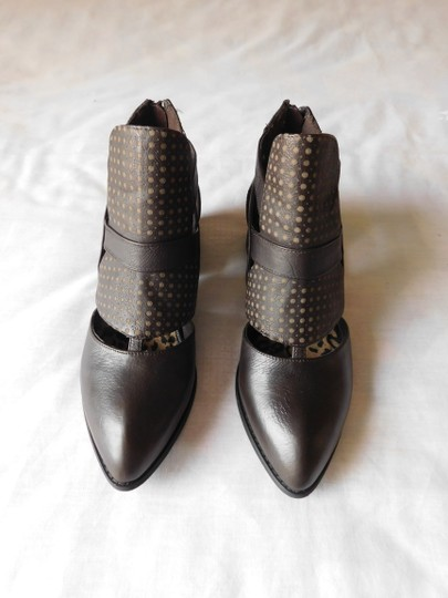 Two Lips Zag Comfortable Leather Cut-out Brown Boots Image 2