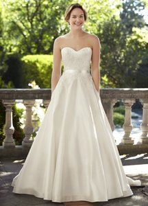 Lea-Ann Belter Mary Wedding Dress