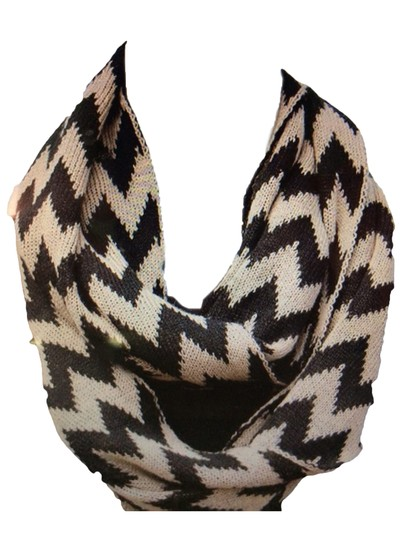 Belle Boutique Belle Women's Crochet Double Layer Chevron Scarf Image 5