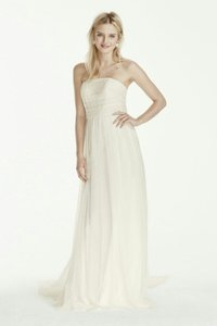 David's Bridal Ivory Lace and Tulle Destination Wedding Dress Size 14 (L)