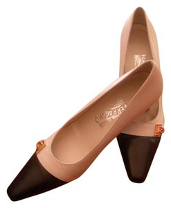 Salvatore Ferragamo Black/Beige Pumps