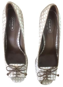 Coach Ladies brown and beige Pumps