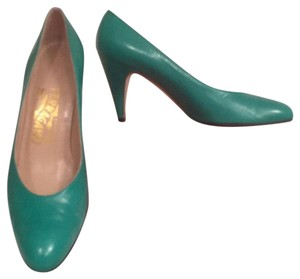 Salvatore Ferragamo Leather Made In Italy Designer Formal Comfortable Green Pumps