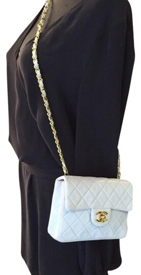 Preload https://img-static.tradesy.com/item/19852342/chanel-quilted-mini-flap-white-leather-cross-body-bag-0-1-540-540.jpg