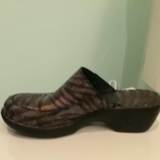 Brn Dark Brown animal Print Metallic Mules