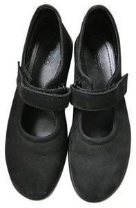 Ecco Comfortable Great Support Black Suede Flats