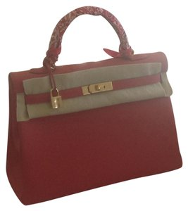 """Hermès Gold Hardware 4"""" Strap Drop Made In France Tote in Red"""