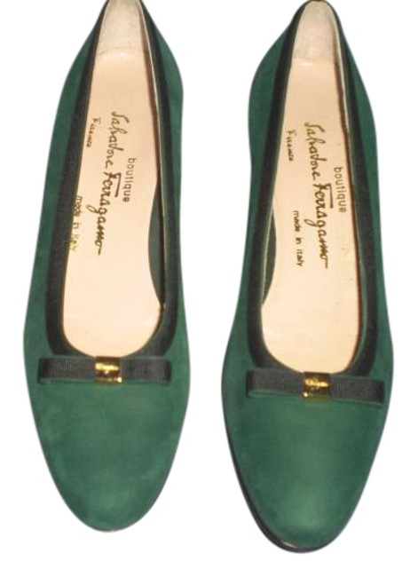 Item - Green Suede with Bow and Gold Logo Aa Pumps Size US 9.5 Narrow (Aa, N)