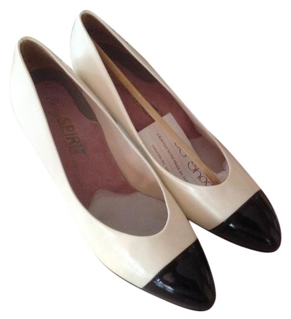 Item - Black and White Dress Pumps Size US 7 Wide (C, D)