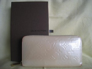 Louis Vuitton Apple Samsung Cell Phone Pearl Light Beige Vernis Shiny Monogram Clutch