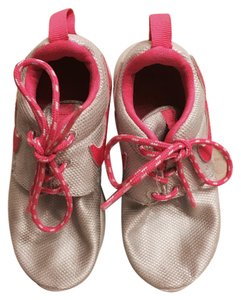 Kids nikes Silver/hot pink Athletic