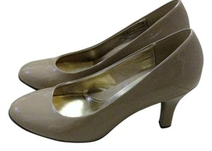 Eürosoft by Söfft Beige Patent Leather Pumps