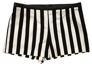 Forever 21 Dress Shorts Black, white