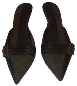 Louis Vuitton Forested green and brown leather Pumps