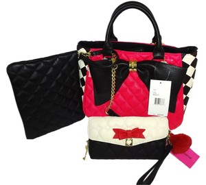Betsey Johnson Cross Body Satchel in fuchsia