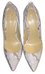 MICHAEL Michael Kors White embossed with black Pumps