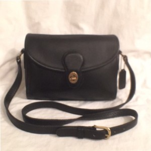Coach Vintage Leather Devon Messenger Cross Body Bag