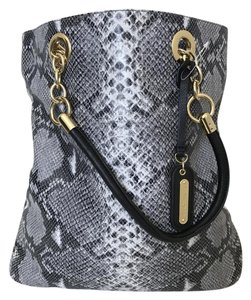 Cynthia Rowley Animal Print Textured Large Spacious Tote in Snake skin