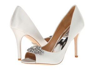 Badgley Mischka Wedding Lavande Ii Satin White Sale Clearance Ivory Pumps