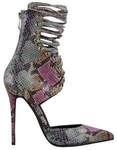 Nelly Bernal Multi Pumps