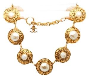 Chanel #9046 Large medallion Charm Pearl gold necklace