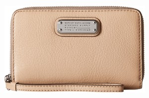 Marc by Marc Jacobs M0005358 Wristlet in Cameo Nude