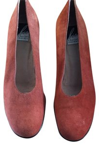 Charles Jordan made in Spain Rust Pumps