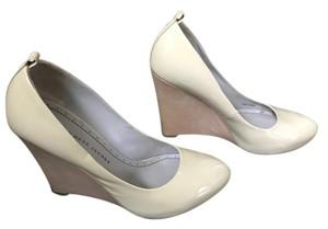 Marc by Marc Jacobs Wedge Patent Patent Leather nude Wedges