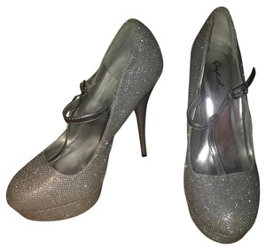 Qupid Silver Pumps