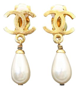 Chanel Chanel CC Logo with pearl drop clip on earrings